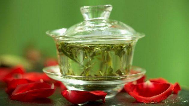 Zelený čaj může mít také na běžce až zázračné účinky.