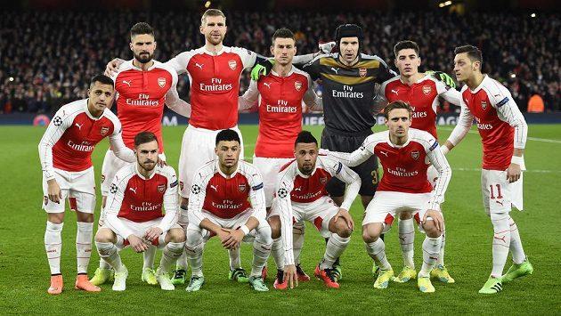 Fotbalisté Arsenalu se návratu klíčového záložníka Cazorly jen tak nedočkají.