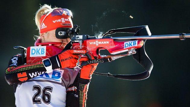 Německá biatlonistka Maren Hammerschmidtová na střelnici během závodu SP v Pokljuce.