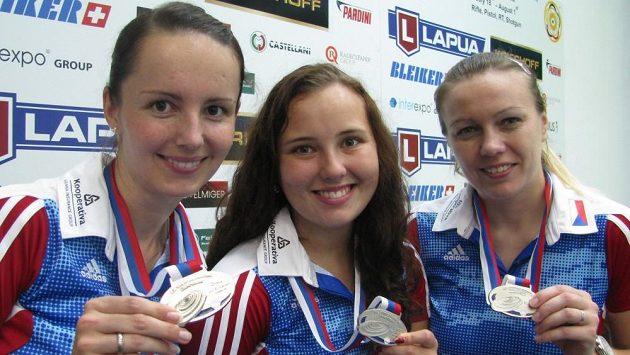 Stříbrné střelkyně Adéla Bruns-Sýkorová, Nikola Mazurová a Lucie Švecová.