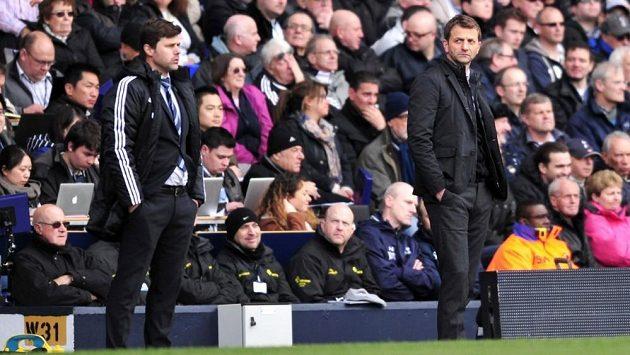 Mauricio Pochettino (vlevo) je novým manažerem londýnských Kohoutů. Na lavičce vystřídal dočasného kouče Tima Sherwooda.