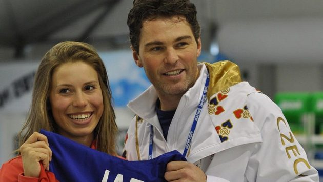 Zlatá česká snowboardkrosařka Eva Samková a hokejová legenda Jaromír Jágr si měli o čem povídat.