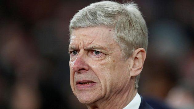 Arséne Wenger si svojí budoucností v Arsenalu hlavu neláme.