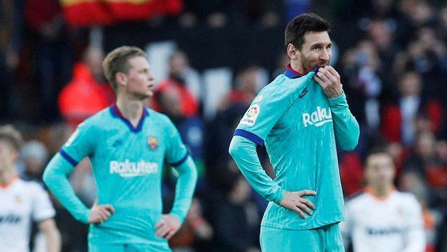 Fotbalisté Barcelony poprvé prohráli pod vedením trenéra Quiqueho Setiéna. Porážku těžce kousal i hvězdný Lionel Messi.