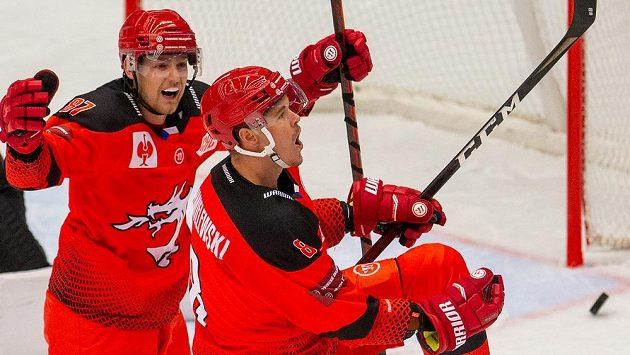 Hokejisté Třince budou útočit na zisk třetího extraligového titulu v řadě.