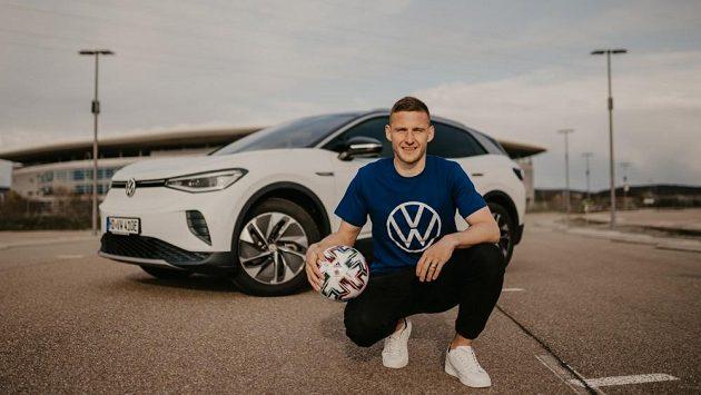 Pavel Kadeřábek před stadionem Hoffenheimu