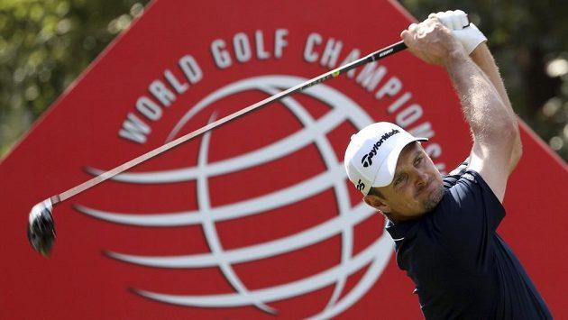 Justin Rose v akci při turnaji World Golf Championship v Šanghaji, který nakonec vyhrál.