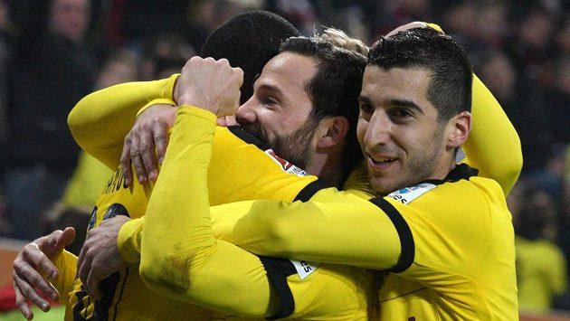 Fotbalisté Dortmundu se radují.