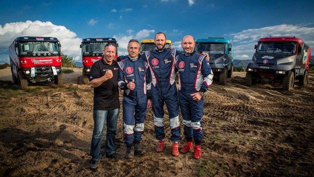 Přinese trojkoalice úspěch na Dakaru? Zleva konstruktér MKR Technology Mario Kress a jezdci týmu Bonver Dakar Project Milan Holáň, Tomáš Vrátný a Jaro Miškolci.