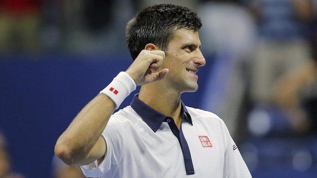 Srb Novak Djokovič se raduje z postupu přes Roberta Bautistu Aguta na US Open.