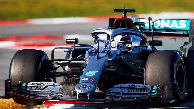 Mercedes během testování vyzkoušel novinku DAS.