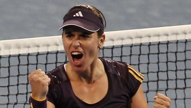 Španělská tenistka Anabel Medina Garriguesová se raduje po vítězství v zápase Hopmanova poháru.