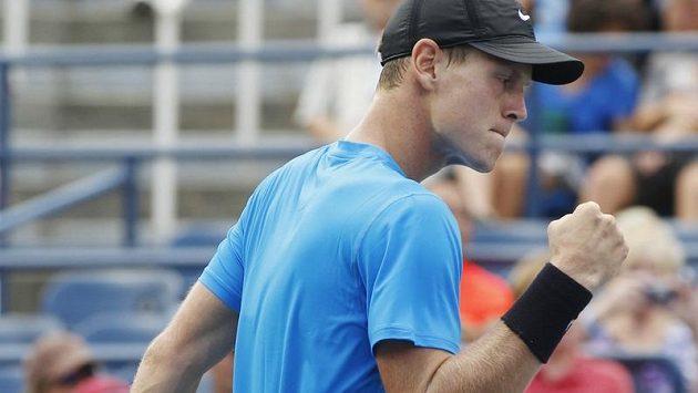 Vítězné gesto Tomáše Berdycha při utkání 1. kola US Open s Belgičanem Goffinem.