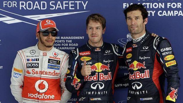 Vettel (uprostřed) a jeho decentní oslava po úspěšné kvalifikaci.