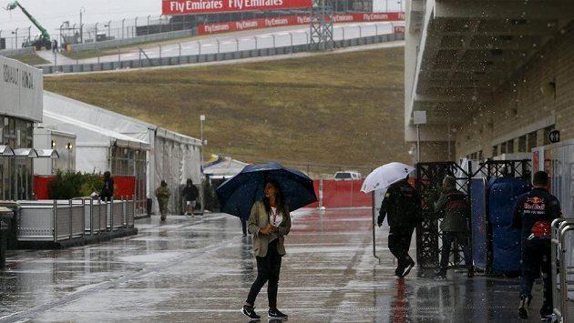 Kvalifikace na Velkou cenu USA formule 1 se v sobotu kvůli vytrvalému silnému dešti neuskutečnila.