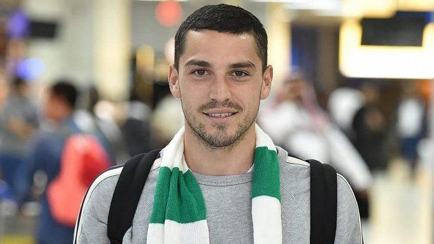 Nicolae Stanciu se šálou klubu Al Ahlí.