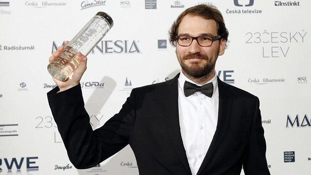 Režisér Ondřej Hudeček na archivním snímku z roku 2015, kdy vyhrál jednu kategorii v anketě Český Lev.