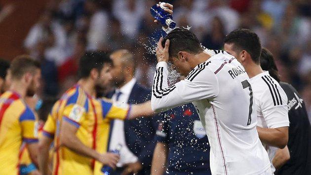 Hvězdě Realu Madrid Cristianu Ronaldovi ligový duel s Valencií (2:2) příliš nevyšel.