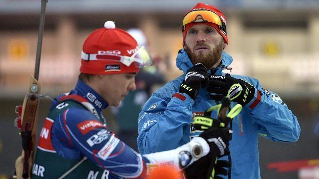 Čeští biatlonisté Michal Krčmář (vlevo) a Michal Šlesingr při tréninku v Novém Městě.