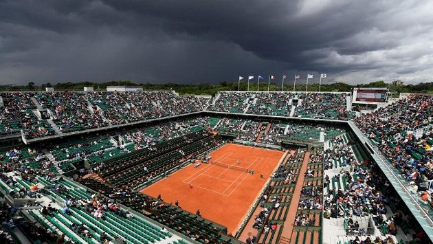 Aréna Philippa Chatriera je centrem French Open. Na stejném místě stál před lety koncentrační tábor.