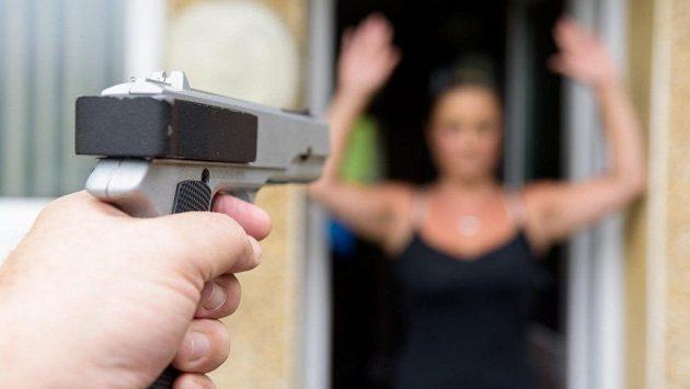 Tentokrát změnila zbraň život oběti k lepšímu. (ilustrační foto)