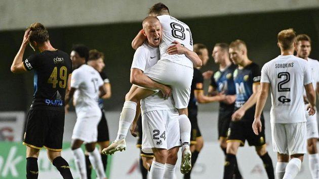 Fotbalisté FK Riga slaví postup v Konferenční lize.