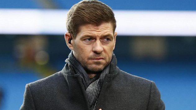 Liverpoolská legenda Steven Gerrard zápasy Reds prožívá, i když už sám nehraje