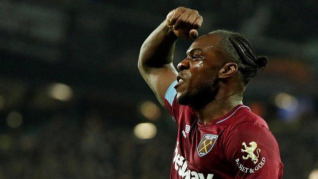 Michail Antonio z West Hamu slaví gól proti Liverpoolu.