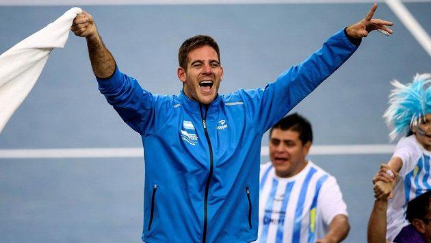 Argentinský tenista Juan Martin del Potro takhle oslavoval vítězství v Davis Cupu.