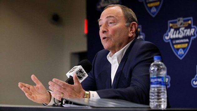 Komisionář NHL Gary Bettman na tiskové konferenci konané během víkendového Utkání hvězd v St. Louis.