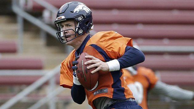 Quarterback týmu Denver Broncos Peyton Manning při přípravě na jubilejní padesátý Super Bowl.