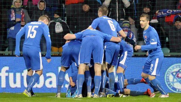Slovenská radost po gólu Ondreje Dudy proti Česku.