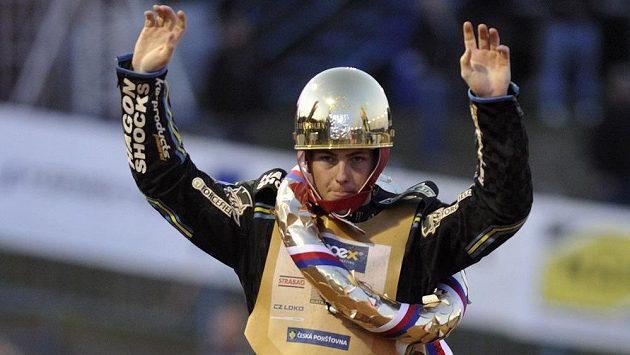 Vítěz Zlaté přilby Darcy Ward z Autrálie.