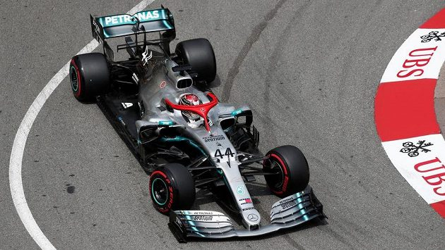 Lewis Hamilton během kvalifikace na Velkou cenu Monaka.