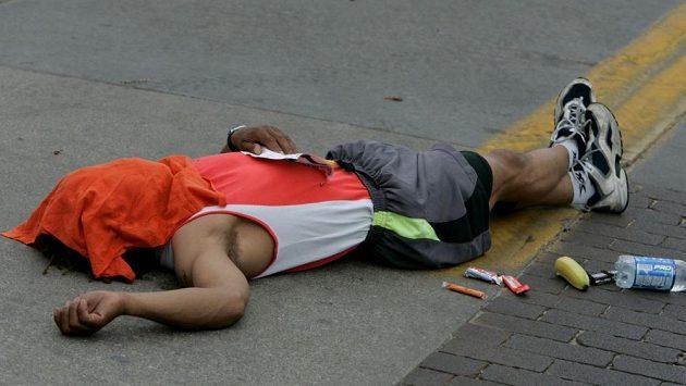 Běhejme raději tak, abychom po maratónu nemuseli končit na zemi. (ilustrační foto)