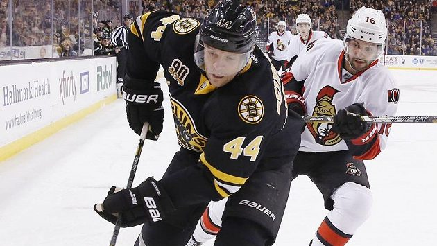 Obránce Bostonu Dennis Seidenberg (44) si už letos nezahraje.