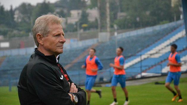 Trenér Baníku Ostrava Vlastimil Petržela.