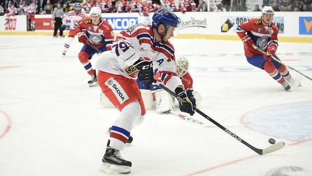 Český útočník Tomáš Zohorna ve velké šanci v úvodu přípravného utkání proti Norsku.