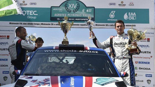 Posádka Jan Kopecký (vpravo) a Pavel Dresler s vozem Škoda Fabia R5 ovládla Rallye Hustopeče.