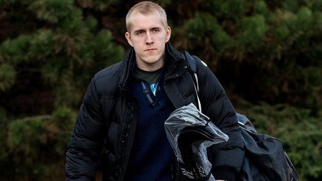 Útočník Marek Kvapil přichází na sraz hokejové reprezentace před turnajem Karjala.