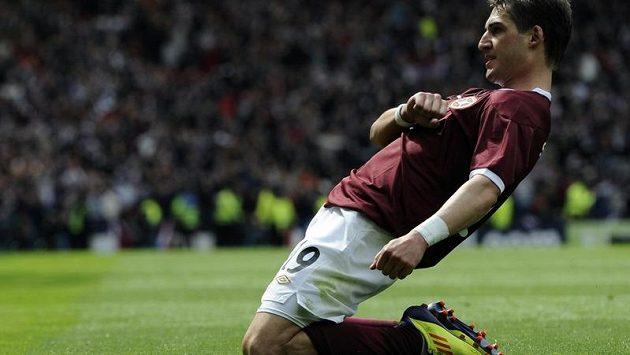 Rudolf Skácel má důvod k radosti: dvěma góly přispěl k trimfu Hearts ve finále Skotského fotbalového poháru