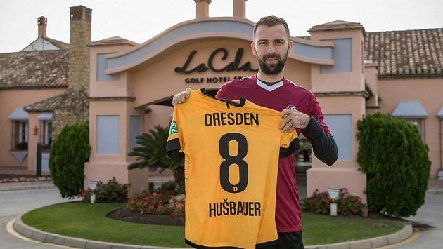Záložník Josef Hušbauer na sociální síti zveřejnil foto s dresem Drážďan.