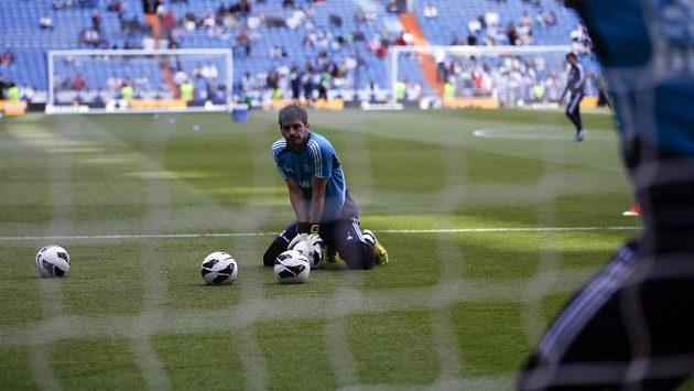 Ještě před několika měsíci byl Iker Casillas neotřesitelnou jedničkou v brance Realu Madrid, teď jen zahřívá lavičku a čeká na další šanci.
