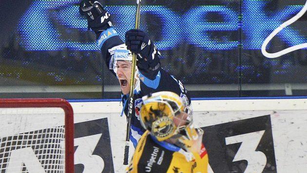 Petr Straka z Plzně se raduje z druhého gólu.