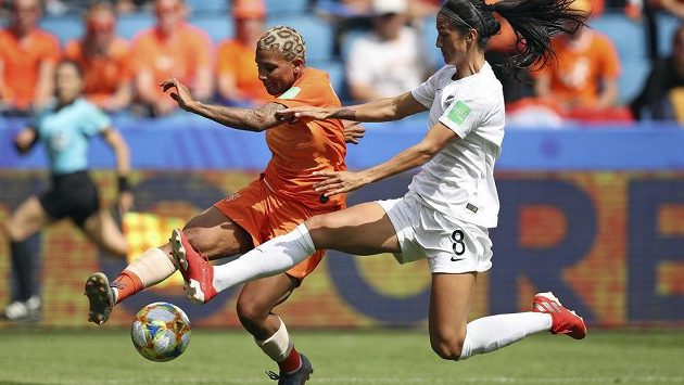 Úřadující evropské šampionky Nizozemky vstoupily do mistrovství světa fotbalistek vydřenou výhrou 1:0 nad Novým Zélandem.