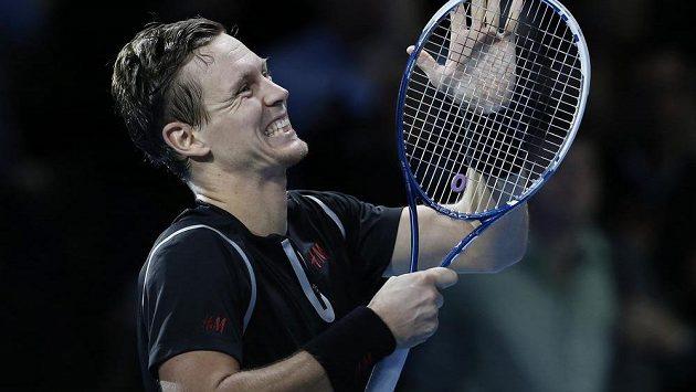 Radost Tomáše Berdycha po vítězství nad Davidem Ferrerem na Turnaji mistrů v Londýně.
