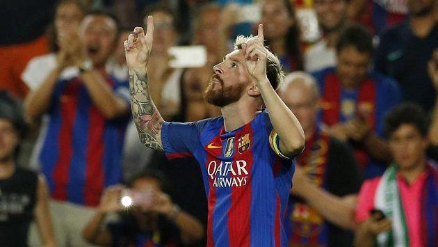 Hvězda Barcelony Lionel Messi oslavuje svoji trefu v utkání proti Celticu.