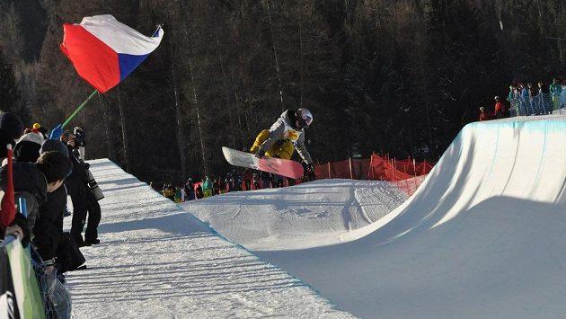 Česká snowboardistka Šárka Pančochová při kvalifikaci závodu v U-rampě na MS v Kreischbergu.