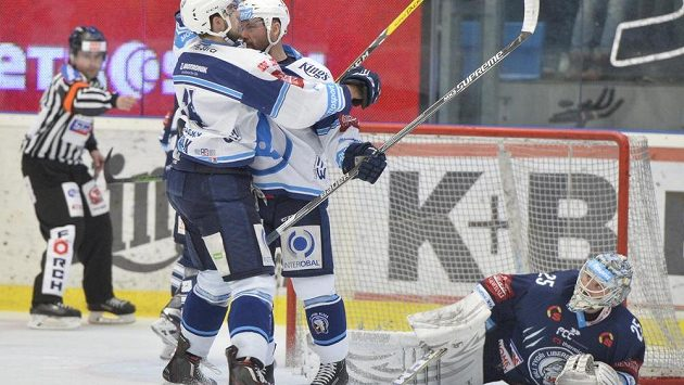 Plzeň slaví gól, Liberec ve třetím čtvrtfinále prohrává.