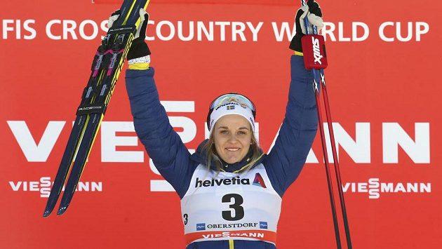 Švédka Stina Nilssonová po jednom z vítězství v Oberstdorfu.